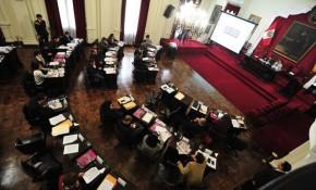 sesion de consejo de la municipalidad de lima con presencia del teniente alcalde Hernán Núñez