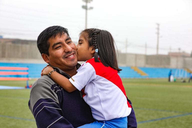Miles de padres celebraron su día en los clubes zonales de Lima